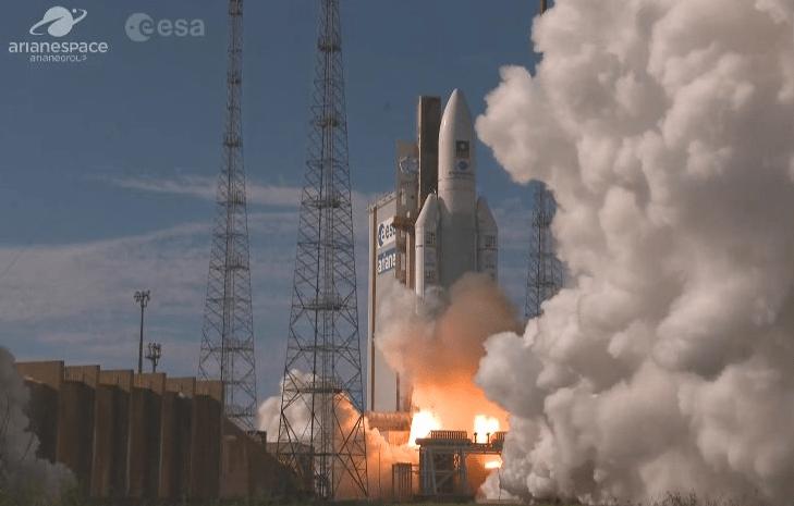 Despega cohete Ariane-5 que pone en órbita cuatro satélites