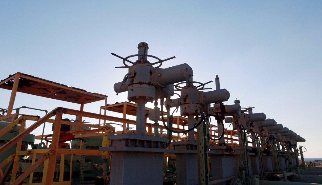 Libia anuncia reapertura de terminales petroleras del este