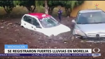 Lluvia arrastra autos e inunda viviendas en Morelia