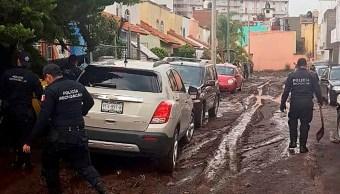 Retiran lodo y escombros de calles tras tromba en Morelia, Michoacán