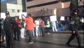 Protestan en Hospital de La Raza por inseguridad