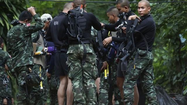 Marino tailandés muere falta oxigeno niños atrapados cueva