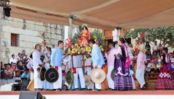 Mayordomías oaxaqueñas muestran costumbres en el Jardín 'El Pañuelito'