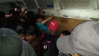 Policías rescatan a 53 migrantes abandonados en Tabasco