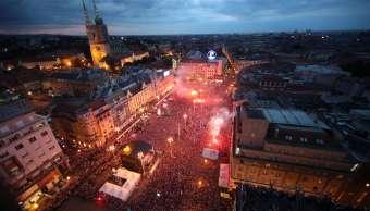 Miles reciben selección Croacia calles Zagreb