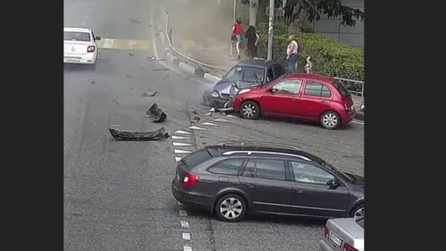 Automovilista embiste a transeúntes en Sochi, hay un muerto