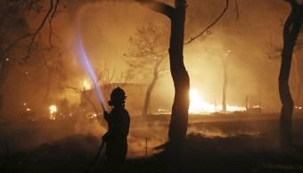 Mueren cinco personas incendios costa Atenas