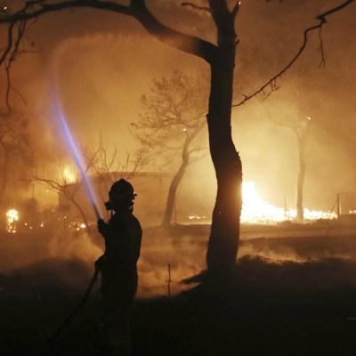 Mueren cinco personas por incendios en la costa de Atenas