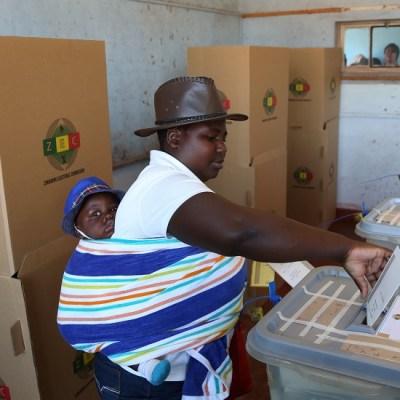 Zimbabue elige presidente en primeras elecciones después de la era Mugabe