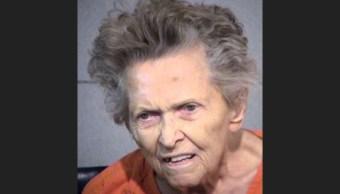 Mujer de 92 años mata a su hijo para no ir asilo
