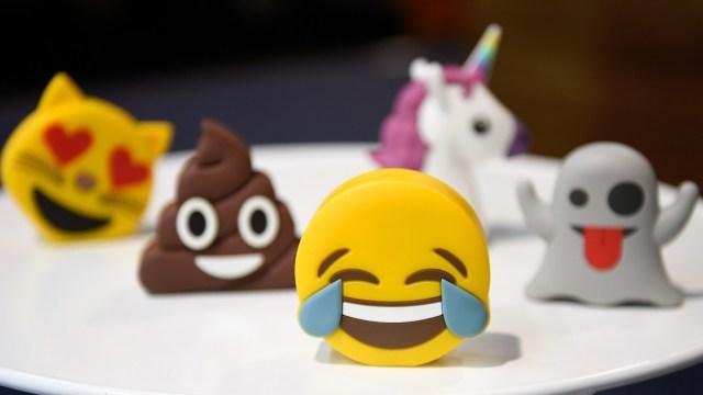Usuarios de redes sociales celebran Día Mundial de Emoji