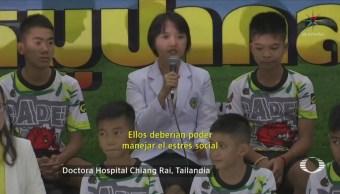 Niños rescatados de cueva de Tailandia narran su experiencia
