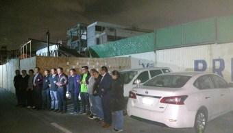 Padres de familia montan guardia para evitar demolición del Colegio Rébsamen