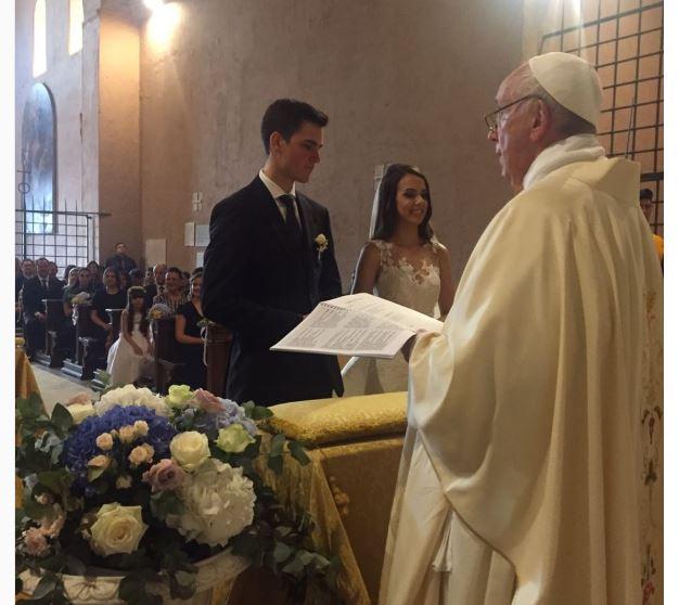 AMLO invita formalmente al papa a foros de pacificación