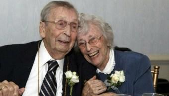 Pareja Casados Muere Solo Dos Días Diferencia, Evelyn Bennett Drake, Gilbert Orzell Drake, Casados Mueren Días Diferencia, 78 Años Casados, Abuelitos Casados