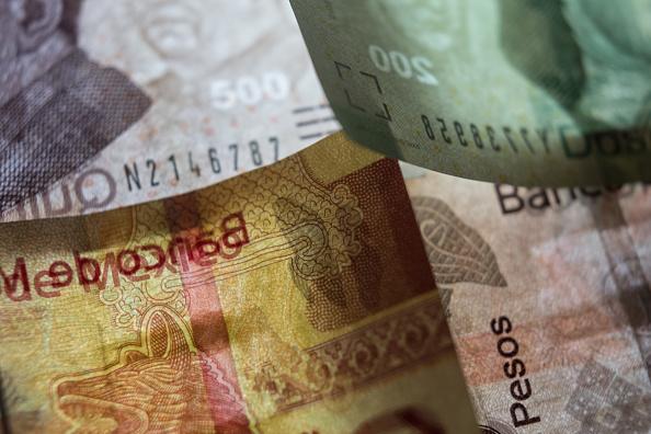 Peso extiende apreciación en 0.85%, dólar cotiza a 19.28