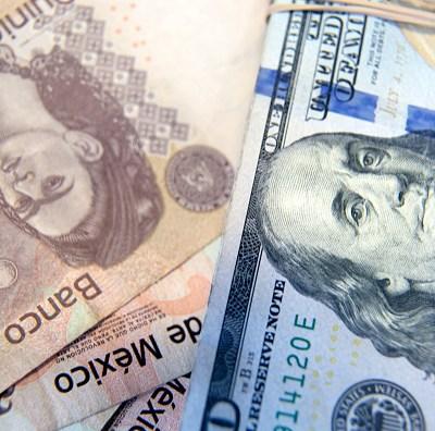 Peso mexicano gana, dólar cotiza a 18.54; BMV va estable al cierre