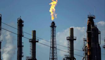 Petróleo WTI pierde más de un dólar, Brent gana 1.05%