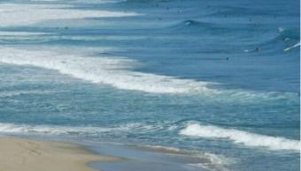 Buscan cuerpo de joven arrastrado por una ola en Zicatela