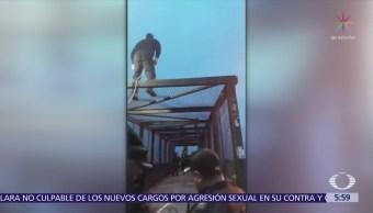 Policías evitan suicidio de joven en calzada I. Zaragoza