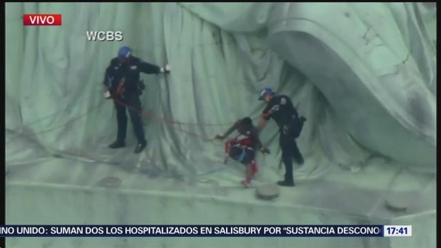Protesta Estatua De La Libertad Termina Rescate Mujer