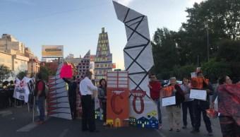 Vecinos del pueblo de Xoco bloquean avenida Universidad, en la CDMX