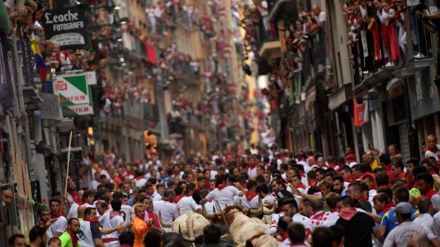 Sexto encierro de San Fermín: Bajo la lluvia, veloz y limpio