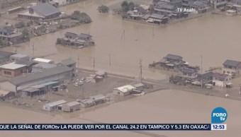 Shinzo Abe visita una de las zonas más afectadas por las lluvias en Japón