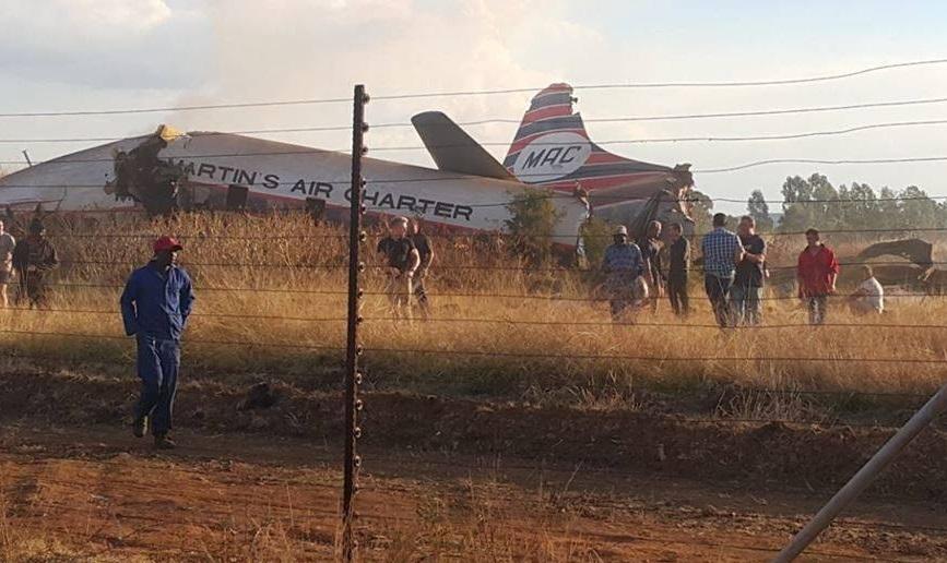 Se estrella un avión de pasajeros en la capital de Sudáfrica