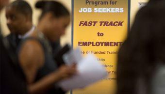 Solicitudes de ayuda por desempleo en EU se reducen en 8 mil