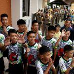 Los niños rescatados de cueva en Tailandia dejan hospital