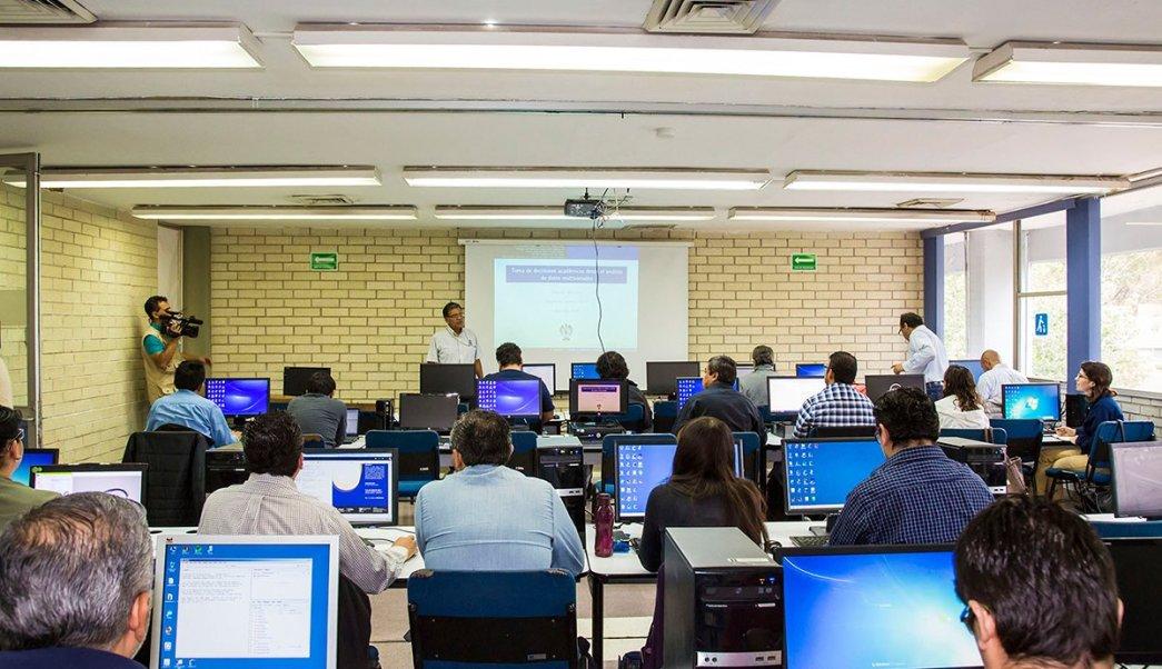 Jóvenes buscan opciones educativas en SLP