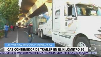 Vuelca contenedor de tráiler en la autopista Cuernavaca-México
