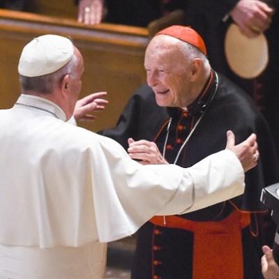 Exnuncio pide renuncia del papa; afirma que conocía abusos sexuales del cardenal McCarrick