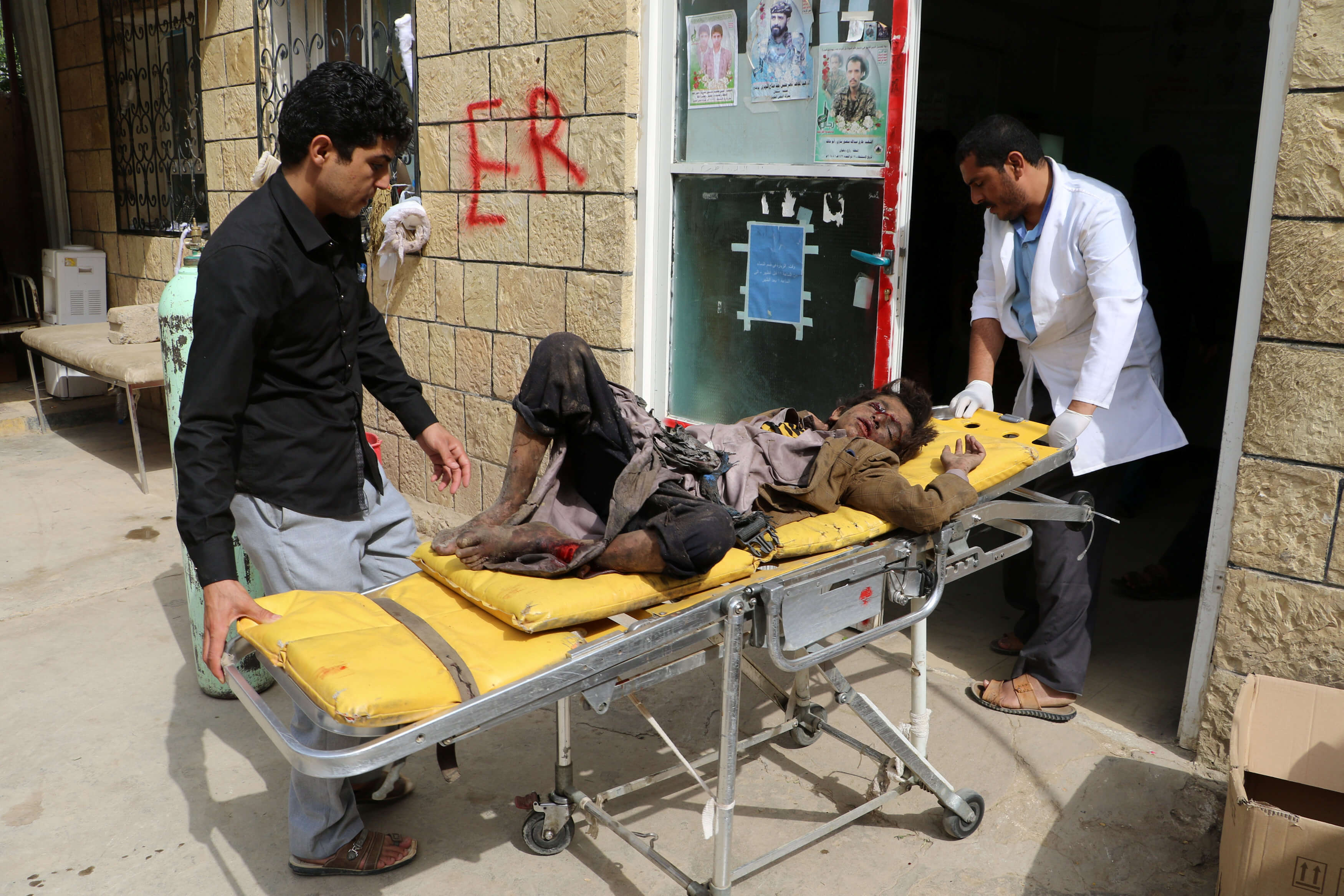 Al menos 29 niños mueren en ataque contra autobús en Yemen