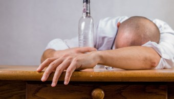 Alcoholismo Cura Científicos Investigadores Antiinflamatorias Aerosol Nasal