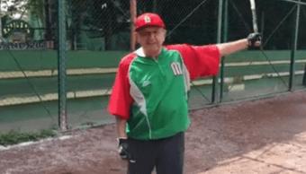 AMLO se va de pinta para practicar beisbol