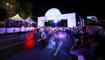 Corredores toman las calles en el Maratón de la CDMX
