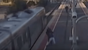 Video: Arroja novia vías del tren