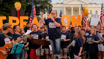Rosie O'Donnell encabeza protesta de Broadway contra Trump