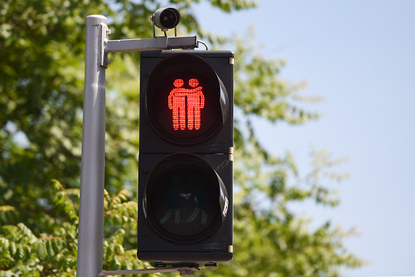 Austria niega asilo político a homosexual por exagerar comportamientos femeninos