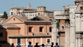 Cae techo de histórica iglesia construida en centro de Roma
