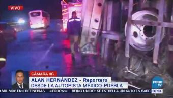 Camión de carga vuelca en la autopista México-Puebla