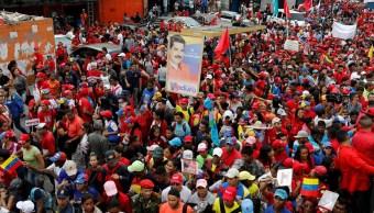 Chavista marchan en Caracas en rechazo a atentado a Maduro