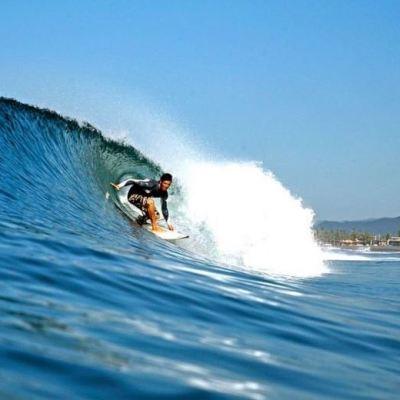 Surfistas de todo el mundo disfrutan el alto oleaje en costas de Colima