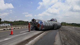 vuelca pipa combustible jalisco carretera tamaulipas