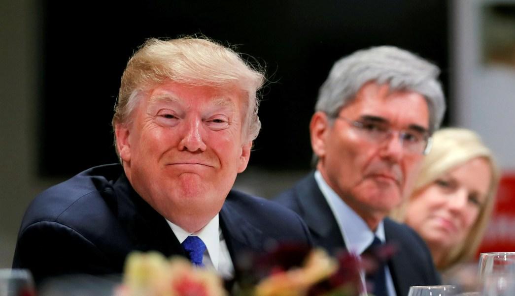 Trump afirma silenció amoríos con su dinero y no su campaña