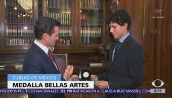 El bailarín Isaac Hernández recibe Medalla Bellas Artes por trayectoria