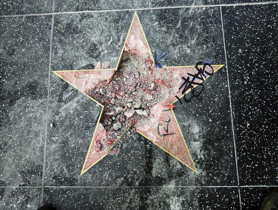 Trump podría perder su estrella en Paseo de la Fama de Hollywood