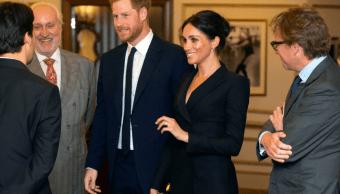 El príncipe Enrique canta en evento benéfico en Londres